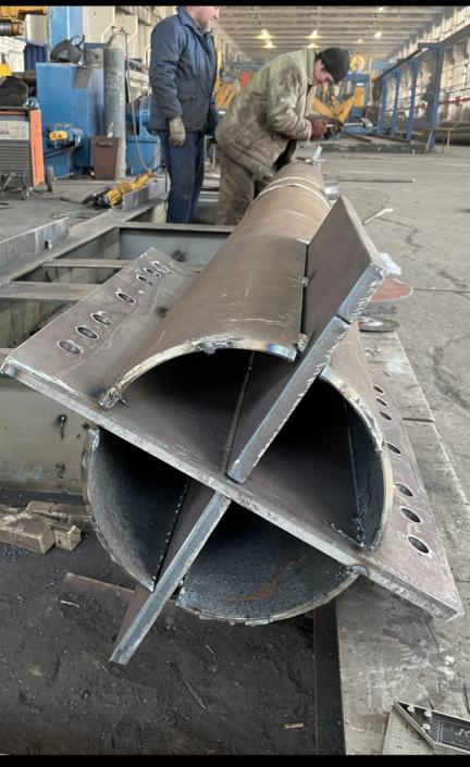Колонны и связи из бесшовной горячекатаной трубы 168*14