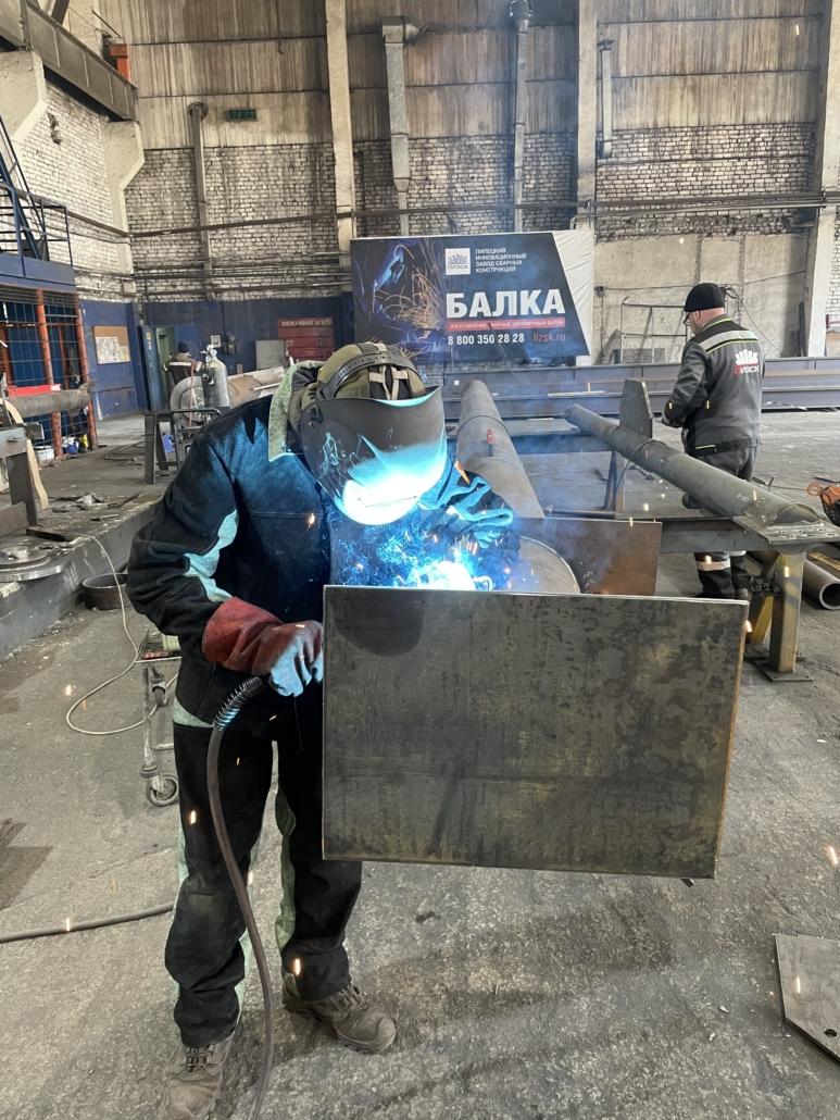 Производственные будни завода ЛИЗСК